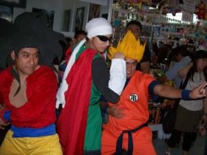 goku super saiyayin 1 y 4 junto con el gran saiyaman